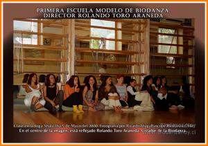 Rolando Toro Araneda impartiendo clases de Biodanza en Yoga Shala, mayo de 2000.
